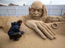 """بالصور: مسابقة النحت في الرمال تحت عنوان """"منحوتات هوليوود"""""""