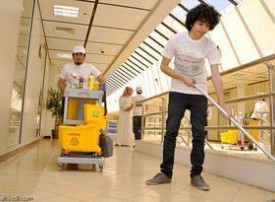 طلاب جامعة الملك سعود عمال نظافة