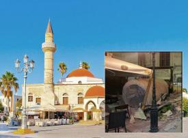 سقوط مئذنة مسجد بزلزال في جزيرة يونانية