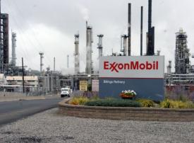 إكسون موبيل تدرس استكشاف النفط والغاز قبالة سواحل مصر