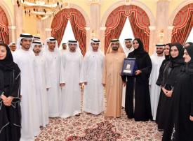 محمد بن راشد يتسلم وسام المعلوماتية من دبي الذكية