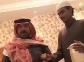 السلطات تلاحق شاعراً سعودياً بعد إساءته لوافد