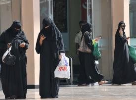 تمكين المرأة السعودية من العمل بجميع القطاعات في 2018