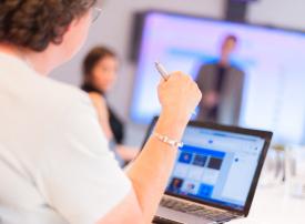 إنشاء مراكز تدريب رقمية في أوروبا بسبب ضغوط على فيسبوك