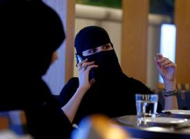 هل ستصبح الإيموجي والوجوه التعبيرية عبر وسائل التواصل تحرشاً في السعودية؟