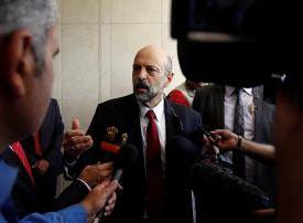 رئيس الوزراء الأردني الجديد: سنسحب مشروع قانون ضريبة الدخل