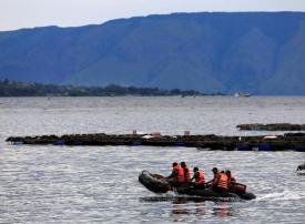 بالصور: كارثة بحرية جديدة في إندونيسيا