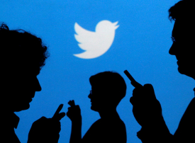 تويتر يعلق عدداً قياسياً من الحسابات المزيفة