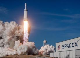 أول سائح فضائي: سبيس إكس توقع عقدا مع مسافر خاص للدوران حول القمر