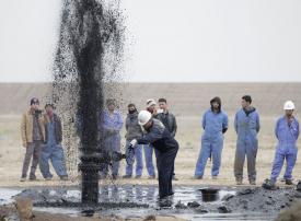 النفط يصعد لأعلى مستوى منذ الهبوط الكبير في 2014