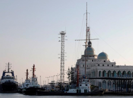مصر تخفض رسوم السفن القادمة لميناء شرق بورسعيد لمدة عام