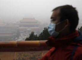 بالصور : تلوث العاصمة الصينية بأشد موجة ضباب دخاني هذا العام