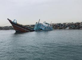 شرطة دبي تنقذ حياة 7 بحارة جنحت سفينتهم بسبب الأحوال الجوية