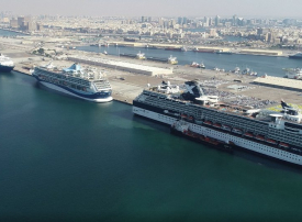 دبي تستقبل أكثر من 25 ألف سائح على متن 5 سفن سياحية عملاقة بيوم واحد