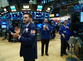 تداولات السعوديين في الأسهم الأمريكية والأوروبية تسجل مستوى قياسياً