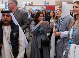 في مشهد نادر.. السعودية تستقبل سياح غربيين