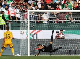 أستراليا تتعافى سريعا وتهزم فلسطين بثلاثية في كأس آسيا