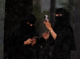 بعد رهف القنون.. فتاة سعودية جديدة تستغيث والسلطات تستنفر