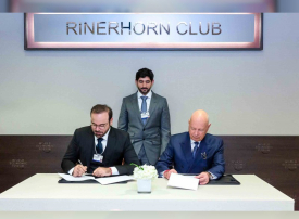 حمدان بن محمد يشهد توقيع اتفاقية تأسيس مركز الثورة الصناعية الرابعة