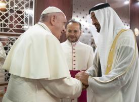 قداسة البابا فرنسيس يصل إلى أبوظبي ومحمد بن زايد في مقدمة مستقبليه