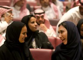 الكشف عن قطاعات العمل التي تقدم أعلى الرواتب في السعودية