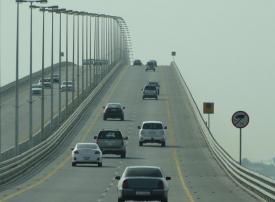 ما عوائق تنفيذ جسر الملك فهد الموازي بين السعودية والبحرين؟