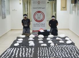 بالفيديو.. العقرب وشريكه ومخدرات الكريستال في قبضة شرطة أبوظبي