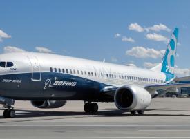 بوينغ تعلق تسليم طلبيات الطائرة 737 ماكس ولكنها تواصل إنتاجها
