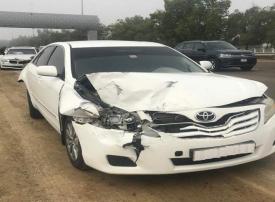 10 إصابات من حوادث بين 68 مركبة بسبب الضباب في أبوظبي