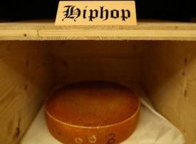 دراسة تكشف أي نوع من الموسيقى يُكسب الجبن نكهة أفضل!