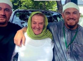 والدة نجم الركبي النيوزيلندي ويليامز وزميل له يعتنقان الإسلام