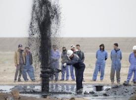 النفط عند أعلى مستوى في 2019 بعد بيانات صينية والتهديد لإيران