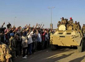 وزير الدفاع السوداني يعلن «اقتلاع النظام» والتحفظ على البشير