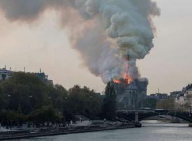 بالصور.. حريق هائل في كاتدرائية نوتردام التاريخية في باريس