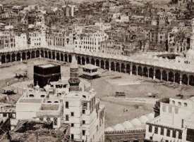 أول صورة لـ مكة المكرمة بعدسة أول مصور عربي في لوفر أبوظبي