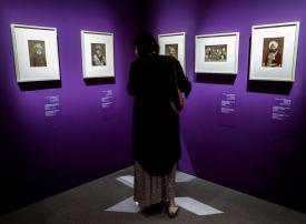 بالصور : معرض لأقدم الصور في لوفر أبوظبي