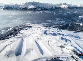 «فليمز-لاكس» تستعرض خدماتها السياحية لهواة التزلج في سوق السفر العربي بدبي
