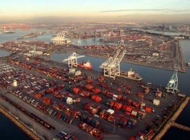الإمارات: تعرض 4 سفن تجارية لعمليات تخريبية ولا أضرار