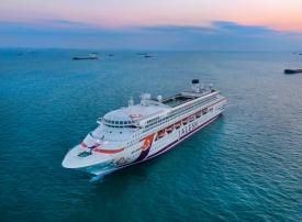 بالصور : دبي تستقبل أول سفينة سياحية هندية