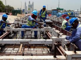 الإمارات تبدأ بـ حظر العمل وقت الظهيرة