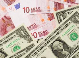 الدولار يواصل الهبوط أمام اليورو