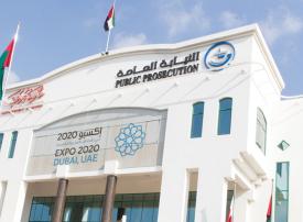 عربي يقاوم رجال شرطة دبي ويهددهم بجوازه الأمريكي