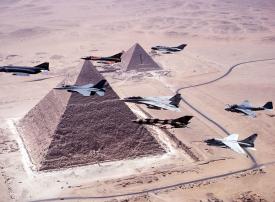 الجيش المصري أقوى من الأمريكي بالصواريخ ومن تركيا وإسرائيل بالبحرية والطيران