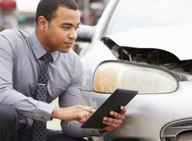 خمس خطوات مهمة عليك اتباعها عند تعرضك لحادث سير في الإمارات