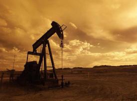 النفط يهبط  3 % مع عودة منصات نفطية أمريكية للخدمة