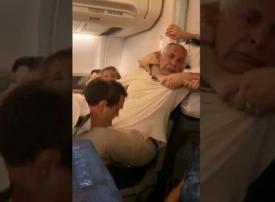 المصري المعتدى عليه بالطائرة الرومانية يروي تفاصيل ما حدث
