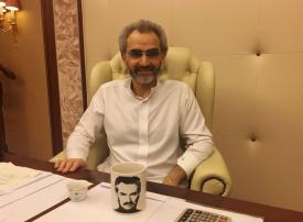 فيديو: أغنى رجل أعمال سعودي يهرب من فتاة خشية عدوته من الزكام
