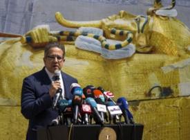 بالصور: ترميم تابوت ملك توت عنخ آمون