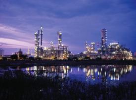 أسعار النفط تستقر بعد انخفاضها دون الـ 58 دولارا