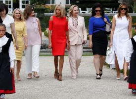 بالصور : زوجات زعماء مجموعة السبع یتذوقن النبیذ الریفي والفلفل الأحمر